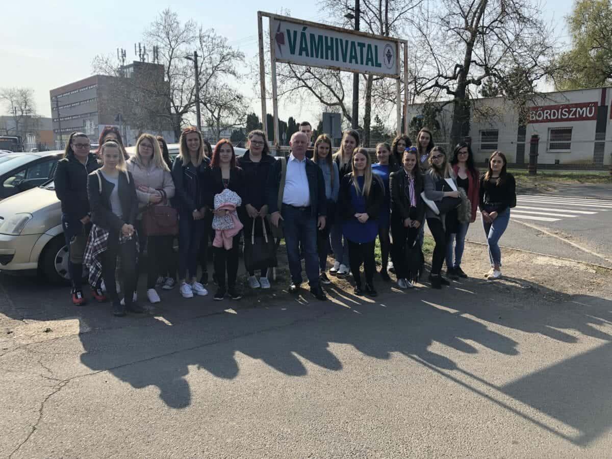 Szent Bazil Középiskola Ahogy egy jó tanár útjára engedi a tanulóit Debreceni tagintézmény Hírek Szent Bazil Görögkatolikus Középiskola