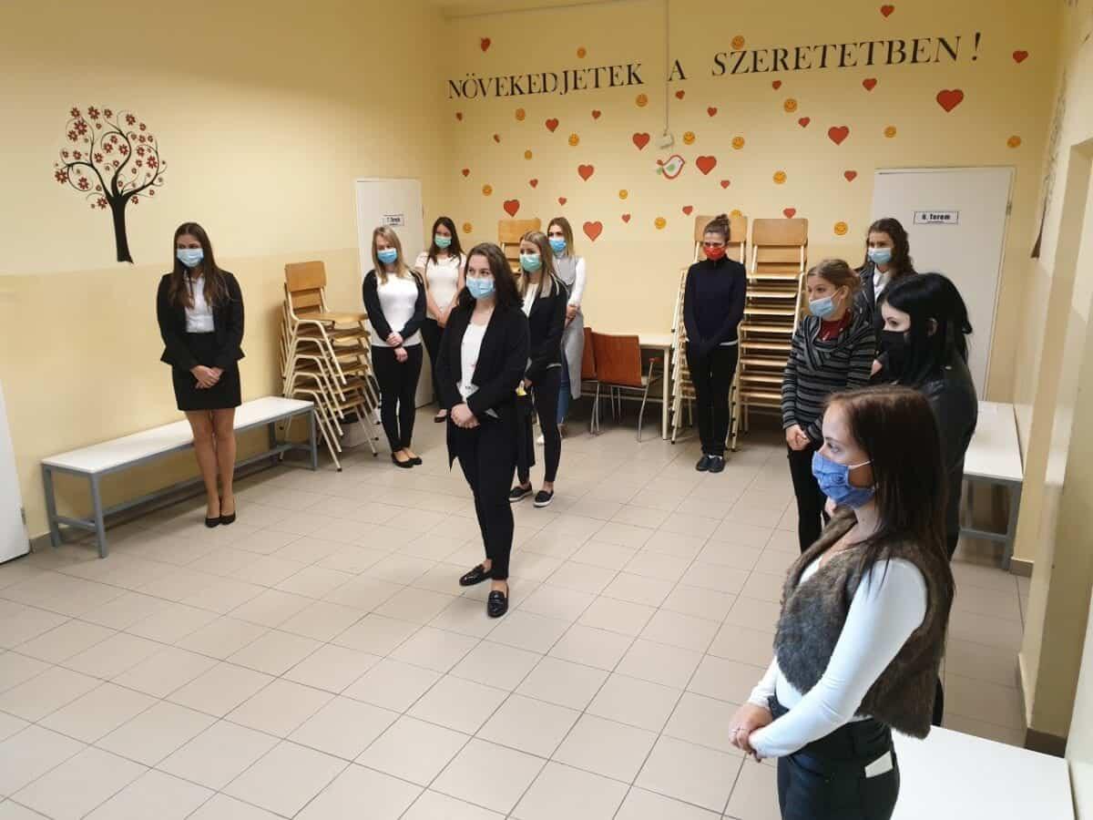 Szent Bazil Középiskola Sikeres kisgyermekgondozó,   nevelő vizsga. Debrecen 2020 május Debreceni tagintézmény Hírek